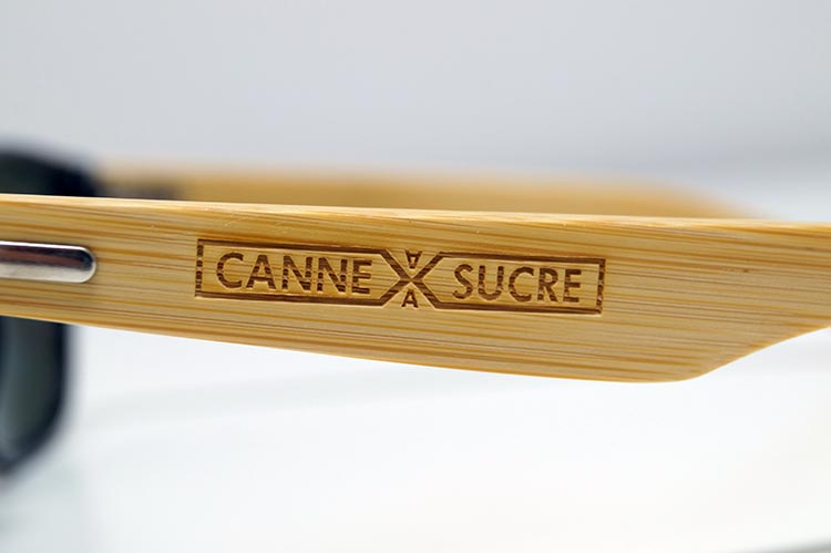 Détail de la gravure laser sur bambou avec le logo Canne à Sucre