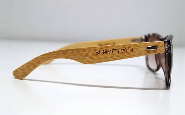 Branche de lunettes de soleil en bambou gravée