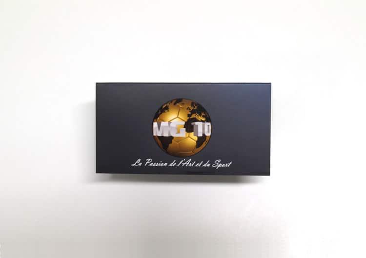 Carte de visite avec vernis sélectif sur le logo en forme de ballon de foot