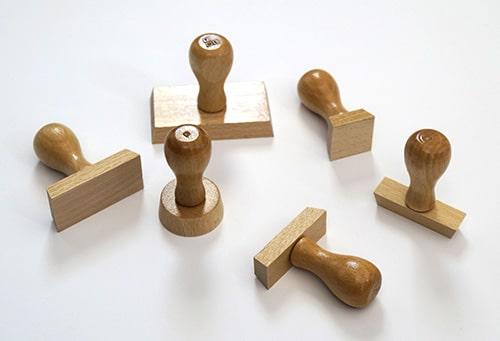 Tampons en bois de formes diverses