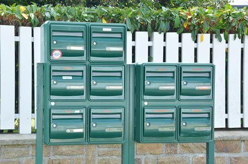 Plaque boite aux lettres copropriété : lots de boite aux lettres en entrée de lotissement