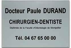 Photo de plaque dentiste en plexiglass argent