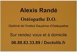 Photo de plaque osteopathe en plastique gravé