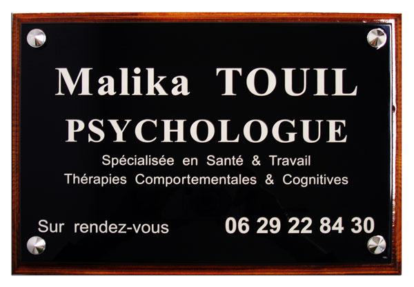 Plaque professionnelle pour secteur paramédical en plexiglass noir avec socle bois